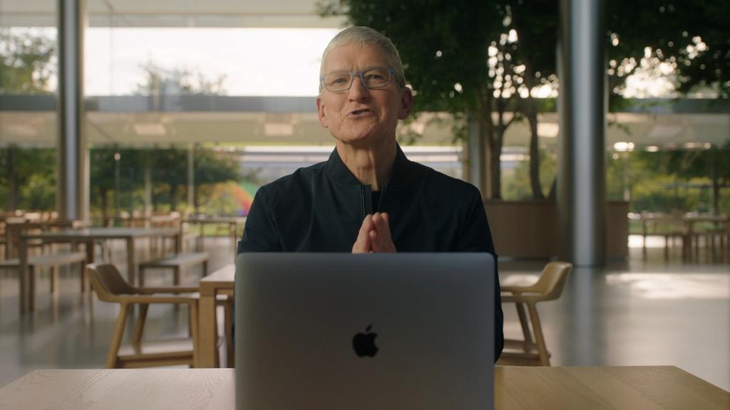 טים קוק מנכל אפל עם מק 10.11.20