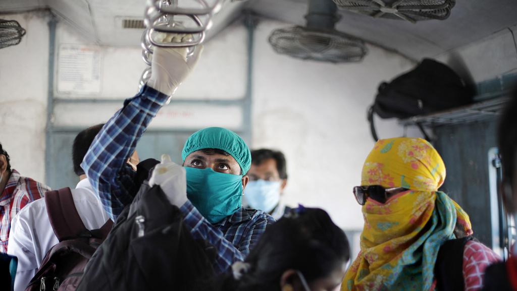 """שיא נדבקים עולמי: """"המגפה בהודו - צונאמי"""""""