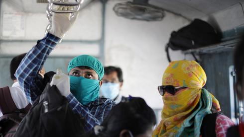 נוסעי רכבת בהודו, צילום: אי פי איי