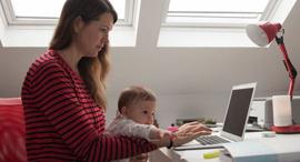 עבודה מהבית תינוק אם עובדת אמא קורונה