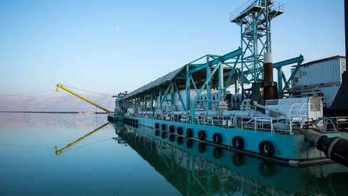 משרד המשפטים: לקראת 2030 נשקול לחייב את מפעלי ים המלח לשלם על המים