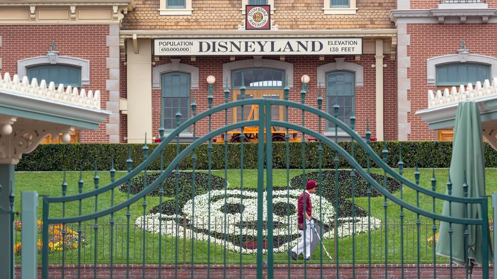 פארק שעשועים דיסנילנד דיסני אנהיים לוס אנג'לס קליפורניה סגור קורונה