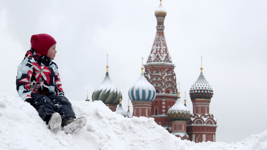 מוסקבה רוסיה הכיכר האדומה שלג חורף דצמבר 2020