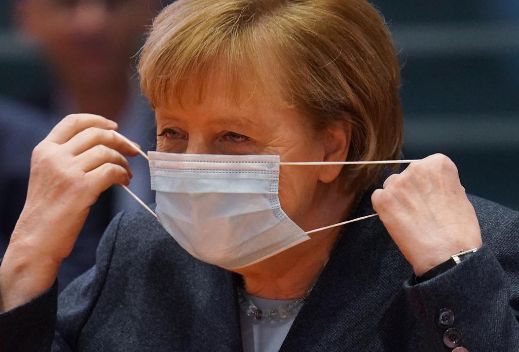 אנגלה מרקל קנצלרית גרמניה עוטה מסכה ישיבת קבינט קורונה