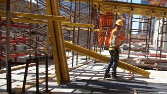 אלקין רוצה עוד 30 אלף פועלים לענף הבנייה