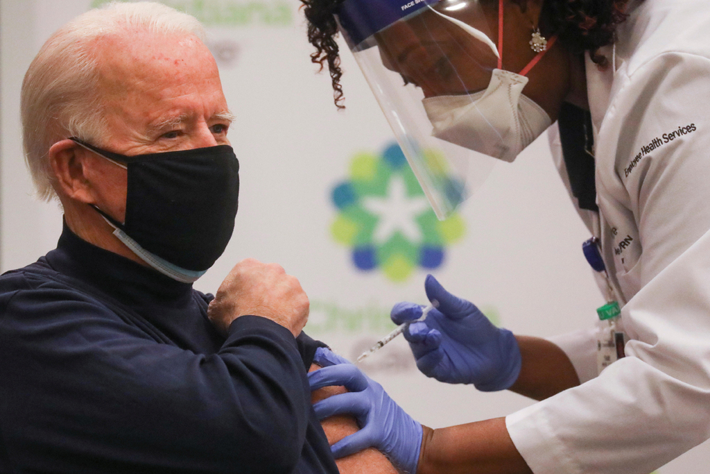 """ג'ו ביידן קיבל חיסון ל קורונה ארה""""ב"""