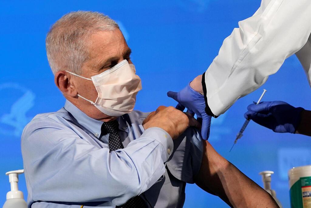 """המומחה של הבית הלבן למחלות זיהומיות ד""""ר אנתוני פאוצ'י קיבל חיסון נגד קורונה 22.12.20"""