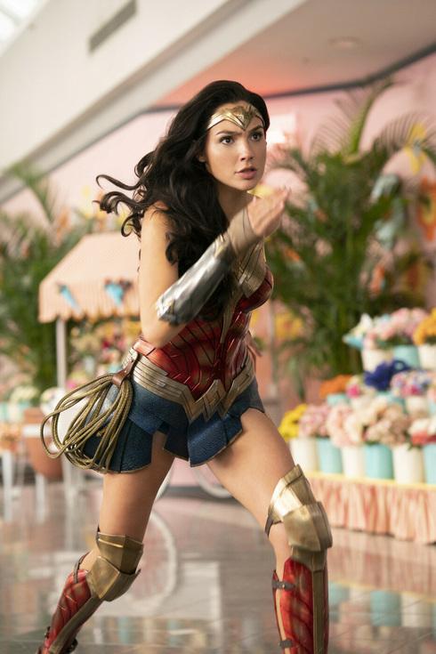 """גל גדות ב""""אשת חיל 1984"""". הופץ ישירות ב־HBO Max , צילום: Warner Bros"""