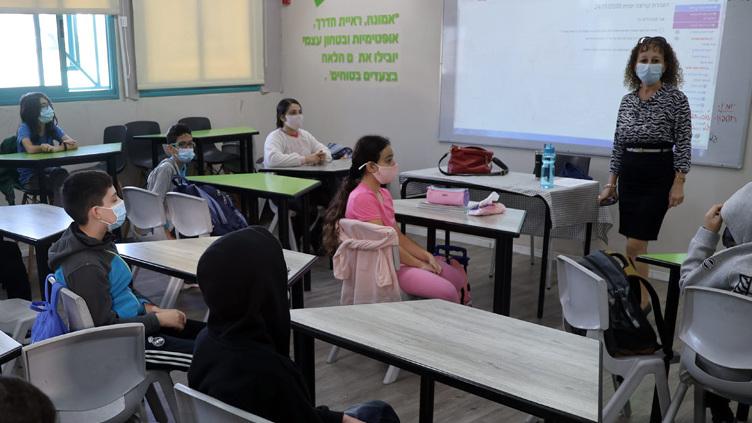 שר החינוך שחרר, השאלה אם הפקידים יוותרו על סמכויות