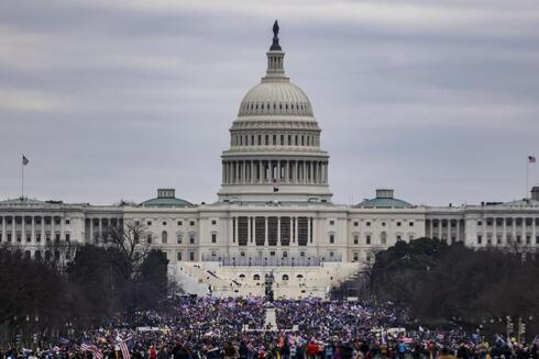 """על ניסוי שנערך בארה""""ב: """"חוקרים השתמשו בתוכנית ייצור טקסטים כדי להגיש אלף הערות לציבור, בתגובה לבקשת הממשל סביב תוכנית הבריאות. כולם נשמעו כמו אנשים אמיתיים והוליכו שולל"""", צילום: AFP"""