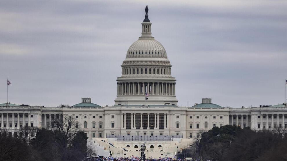 תומכי טראמפ מתכנסים ליד גבעת הקפיטול מפגינים עימותים מחוץ ל קונגרס וושינגטון