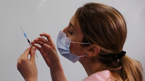 """""""ניו יורק טיימס"""": ה-FDA יאשר בשבוע הבא את החיסון של פייזר לבני 12-15"""