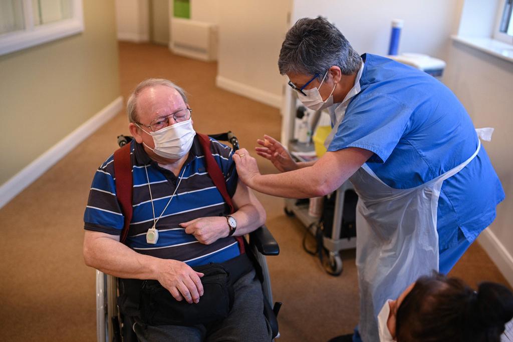 קורונה חיסון באסטרה זניקה בעיירה Crewe בריטניה 14.1.21