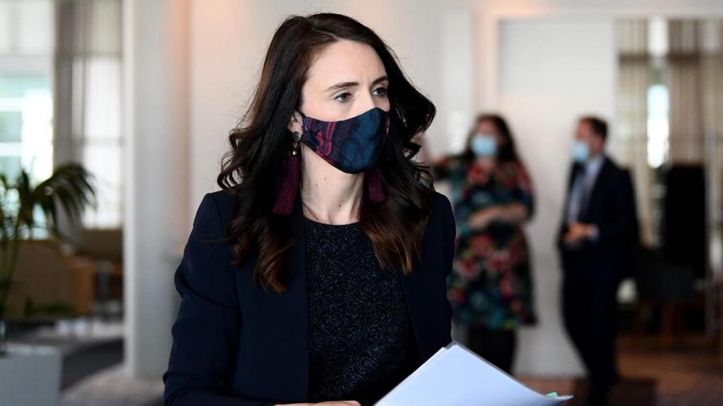 פוטו מנהיגים במסיכה קורונה ראש ממשלת ניו זילנד ג'סינדה ארדרן