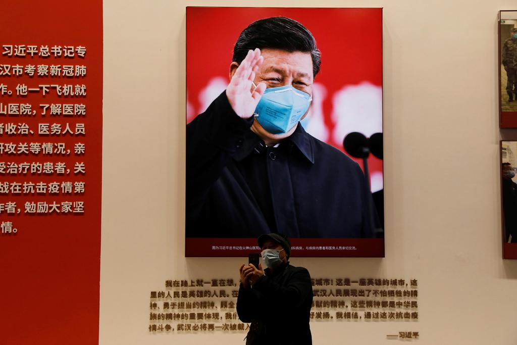 פוטו מנהיגים במסכה נשיא סין סי גינפינג