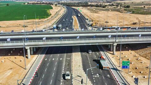 מחלף מיתר החדש. ליברמן מבקש לקדם פרויקטי תשתית גדולים, צילום: TERRASCAN עבור חוצה ישראל