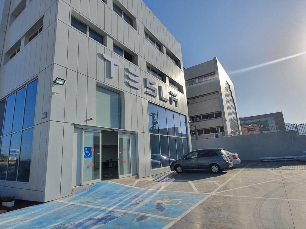 מרכז שירות חדש טסלה פתח תקווה 1