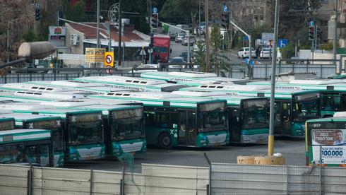 אוטובוסים של אגד בחניון בנייני האומה בירושלים, צילום: יואב דודקביץ