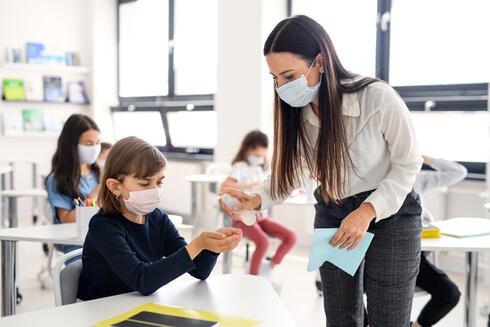מורה בבית ספר, צילום: שאטרסטוק