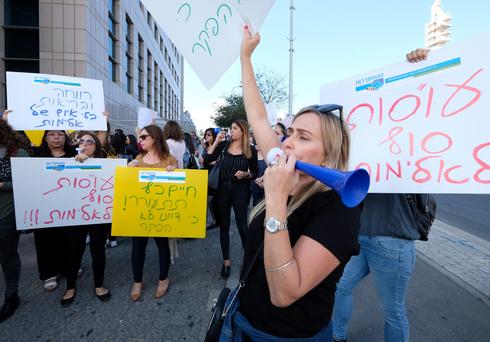 הפגנת העובדים הסוציאלים במחאה על אלימות מצד המטופלים , צילום: שאול גולן
