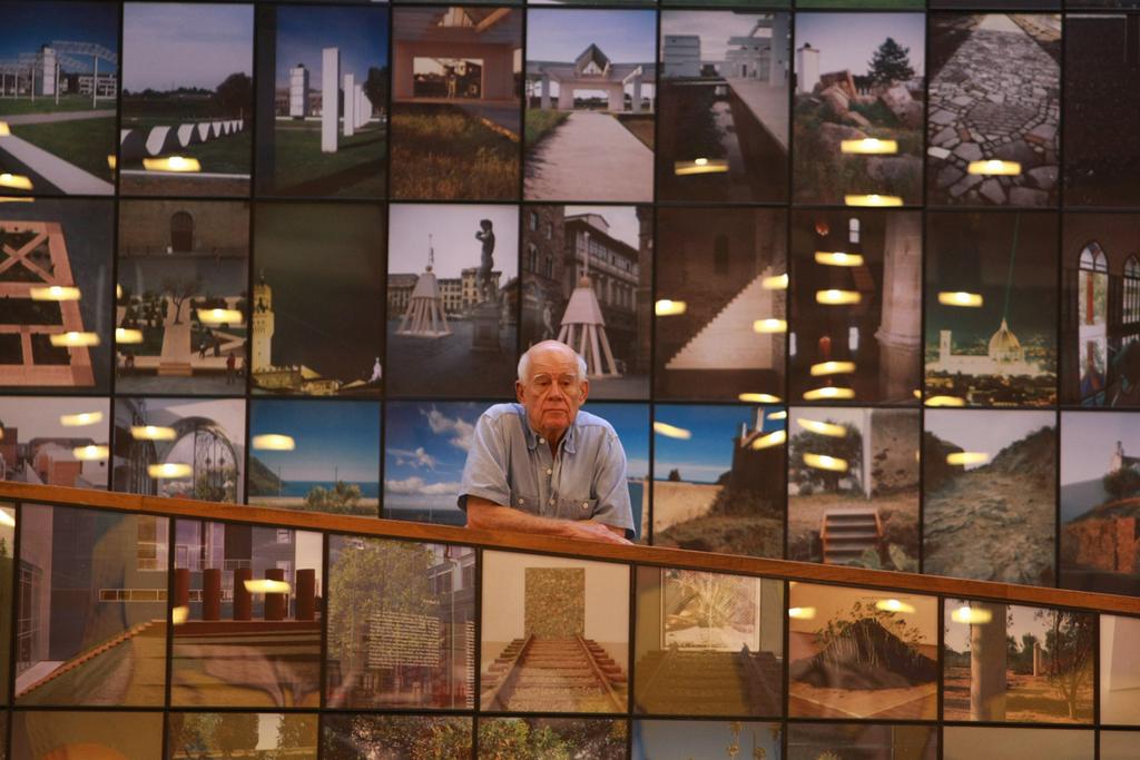 דני קרוון פסל סביבתי תערוכה ב מוזיאון תל אביב לאמנות ב-2007