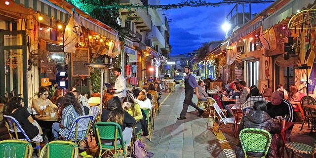 בר בתל אביב אחרי הסגר, צילום: איי אף פי