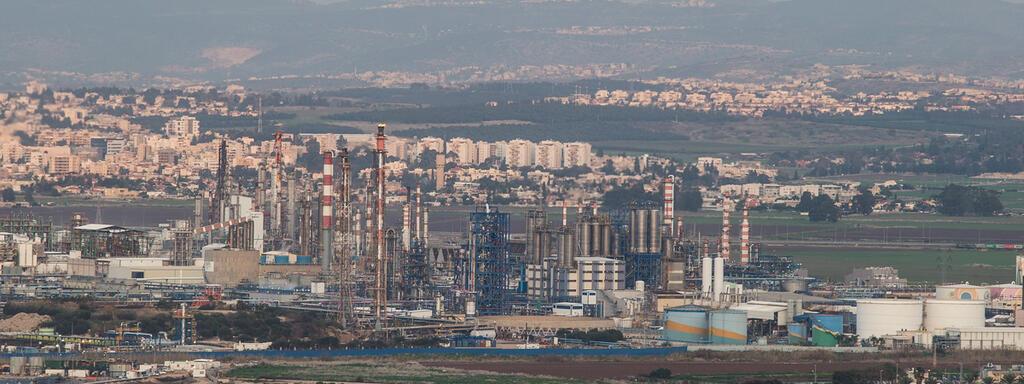 בתי זיקוק ב מפרץ חיפה