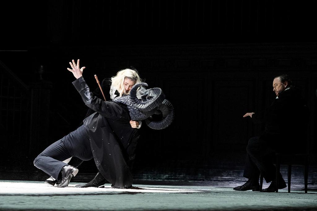 פנאי מתוך אופרה סלומה בהפקת תיאטרון הבולשוי