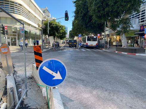 העבודות בדיזנגוף בצומת עם רחוב פרישמן. העסקים יאלצו להמתין עוד קצת, צילום: דור זומר