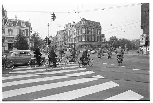 רוכבים באמסטרדם ברחוב הראשי, 1976: גם את בירת האופניים לא הקימו ביום אחד, צילום: דוד רובינגר