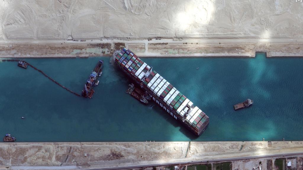 בעקבות האוניה שנתקעה - תעלת סואץ תורחב ותועמק