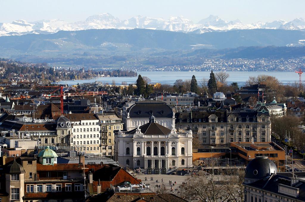 ציריך שוויץ בית האופרה האלפים אגם ציריך