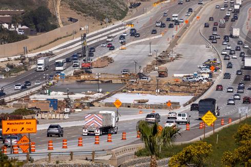 סלילת כביש מהיר בקליפורניה, צילום: רויטרס