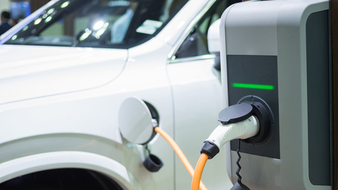 נוסעים בירוק בשירות המדינה: מינהל הרכב מצטייד ברכבים חשמליים