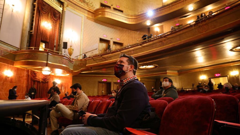 תיאטרון סנט ג'יימס ברודוויי ניו יורק הצגה ראשונה קורונה 2