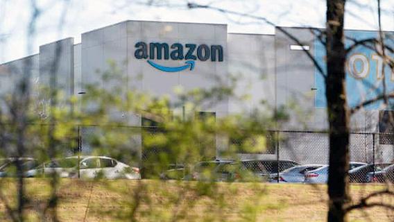מחסן של אמזון באלבמה, צילום: גטי אימג