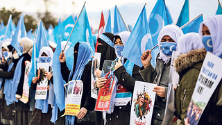 אויגוריות מפגינות נגד סין באיסטנבול, צילום: איי אף פי