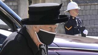 המלכה אליזבת במסע ההלוויה , AP
