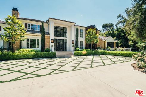 המבנה הראשי בנכס שמדונה רכשה בהידן הילס, לוס אנג