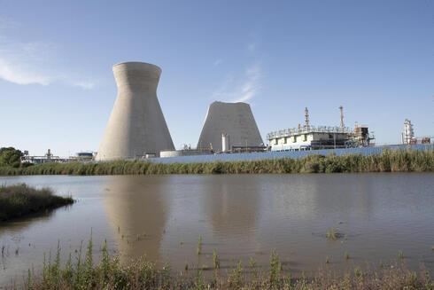 מפעלי בזן במפרץ חיפה,  צילום: גיל נחושתן דונם