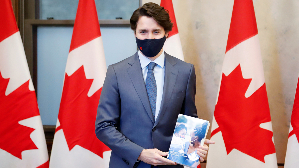 ראש ממשלת קנדה ג'סטין טרודו מציג את התקציב