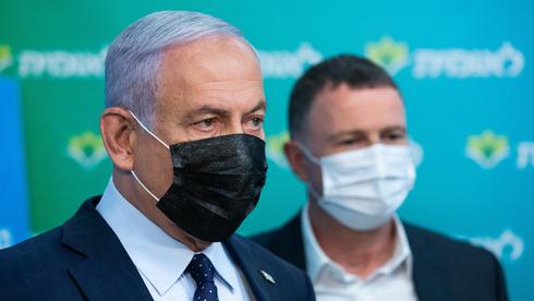יולי אדלשטיין ובנימין נתניהו בסיור בקופת חולים לאומית בירושלים, צילום: אלכס קולומויסקי