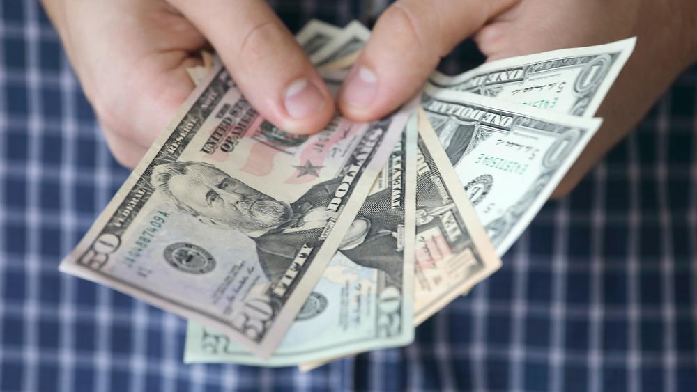 אלף דולר למשפחה: לוס אנג'לס תשלם הבטחת הכנסה למשפחות עניות