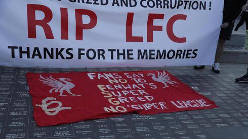 שלט שתלו אוהדי ליברפול באנפילד נגד הסופר-ליג, רויטרס