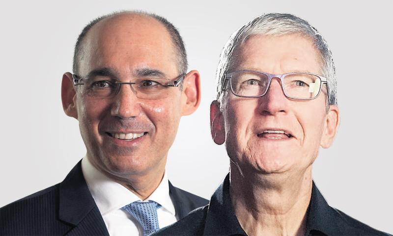 """מימין טים קוק מנכ""""ל אפל ו אמיר ירון נגיד בנק ישראל"""