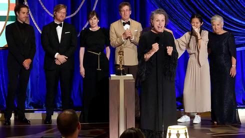 פרנסס מקדרמונד וצוות נומאדלנד. הזוכים בפרס האוסקר לסרט הטוב ביותר, צילום: גטי אימג