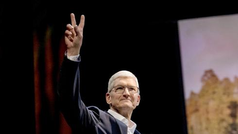 """מנכ""""ל אפל, טים קוק, צילום: בלומברג"""