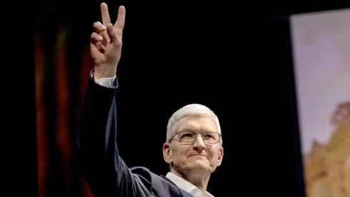 """מנכ""""ל אפל, טים קוק. פרטיות היא עוד מוצר שאפל משווקת ללקוחותיה , צילום: בלומברג"""