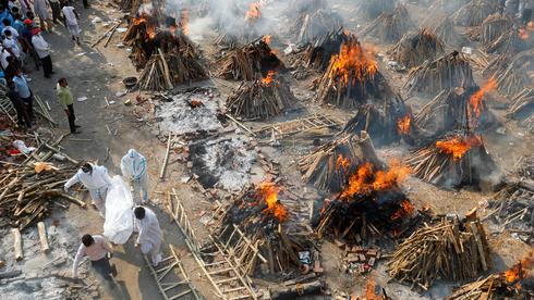 שרפה המונית של גופות בדלהי הודו, צילום: רויטרס
