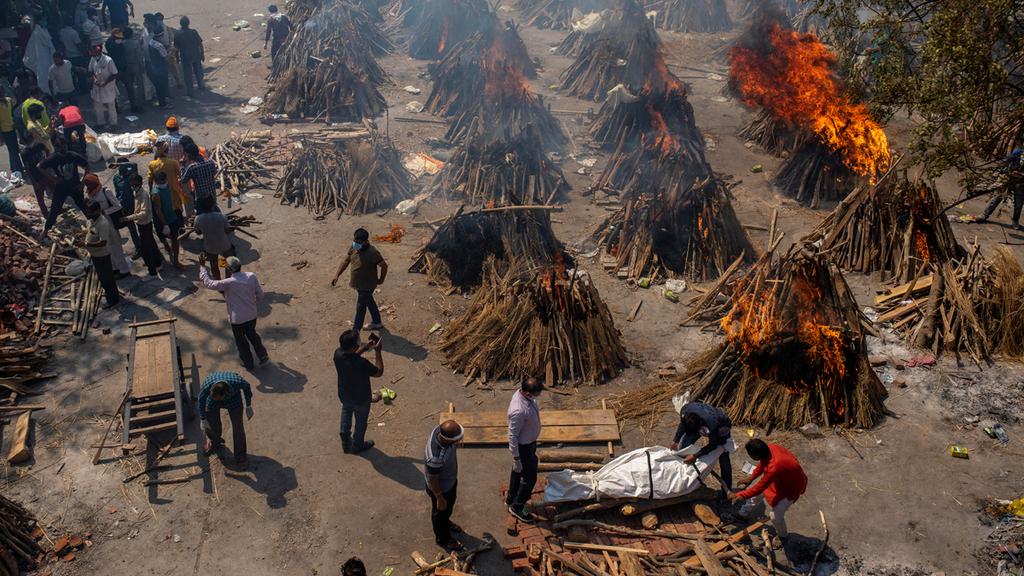 פוטו קורונה הודו שריפת גופות